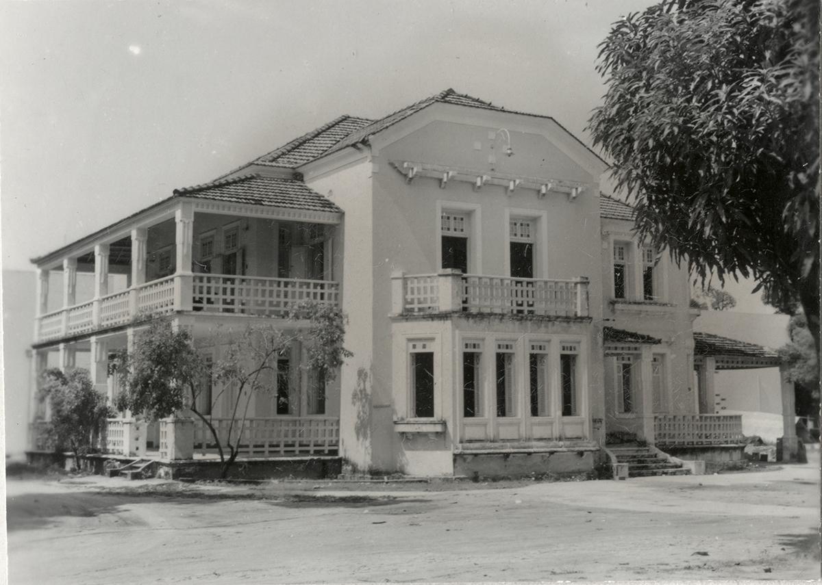 Primeira sede do Departamento de Educação e Cultura, o antigo casarão João Gentil, 1963.