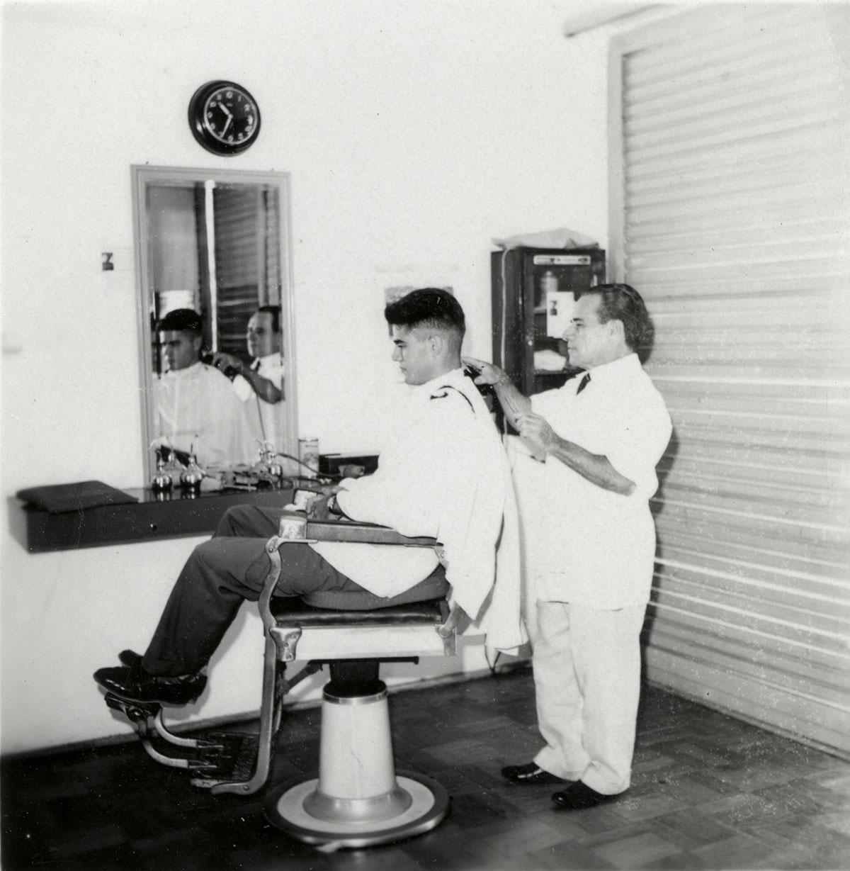 Serviços Divisão de Assistência Estudantil – barbearia, 1962.
