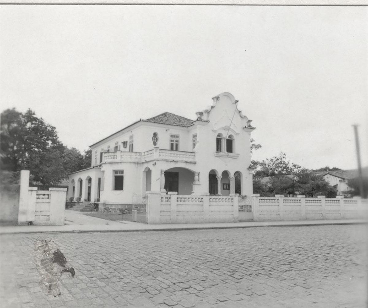 Primeira sede da faculdade de Filosofia, Letras e Ciências e, posteriormente, Centro de Cultura Francesa (1968), 1963.