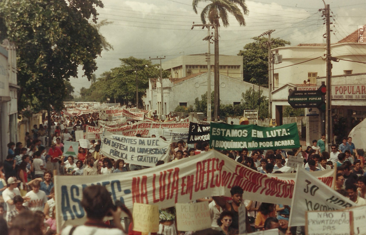 Av. da Universidade, Passeata do Apito, 08/12/1987.